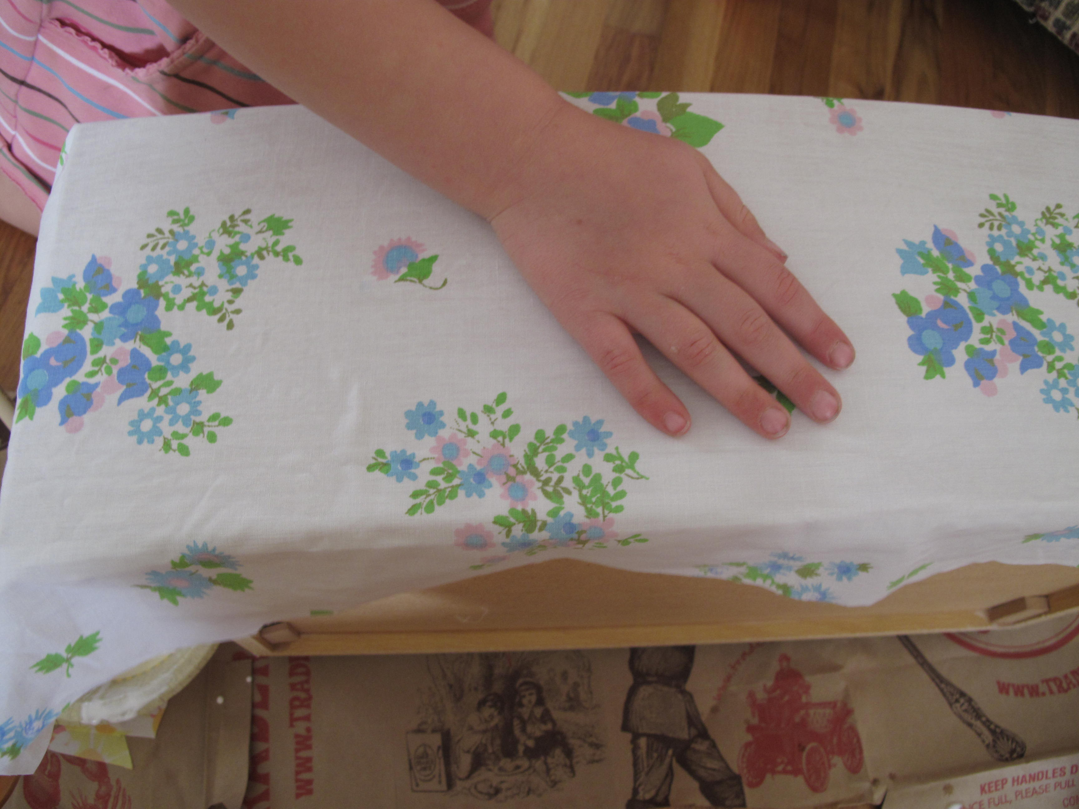 Декупаж по мебели тканью