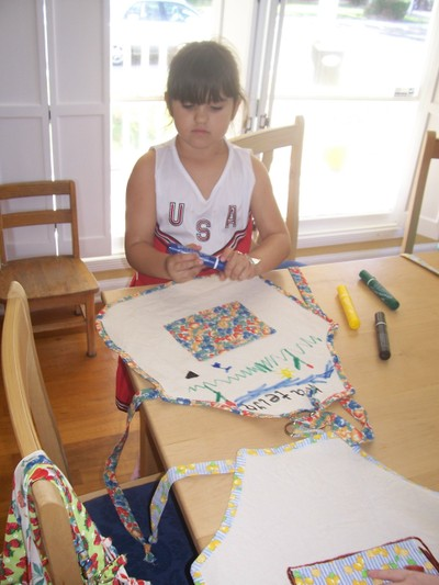 Apron_decorating