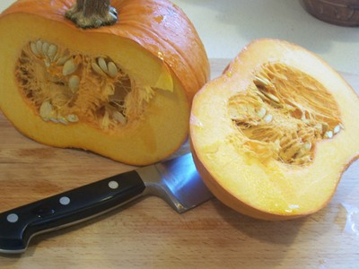 First_cut_in_pumpkin
