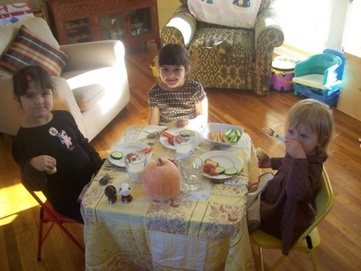 Kid_table_with_kids