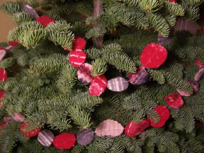 Sweater_garland_on_tree_no_lights